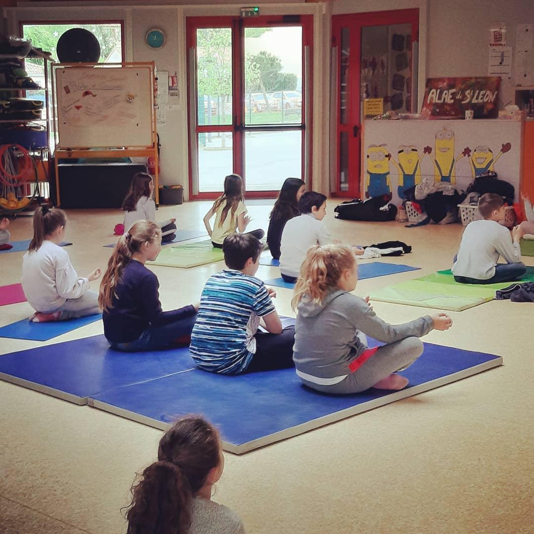 enfants seance yoga